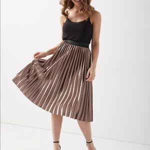 ✨NWT✨ RW&Co. Pleated Velvet Midi Skirt